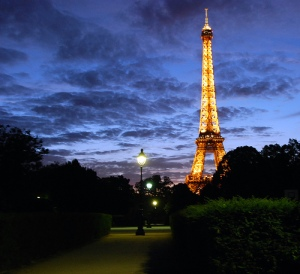 eiffel-tower-dusk